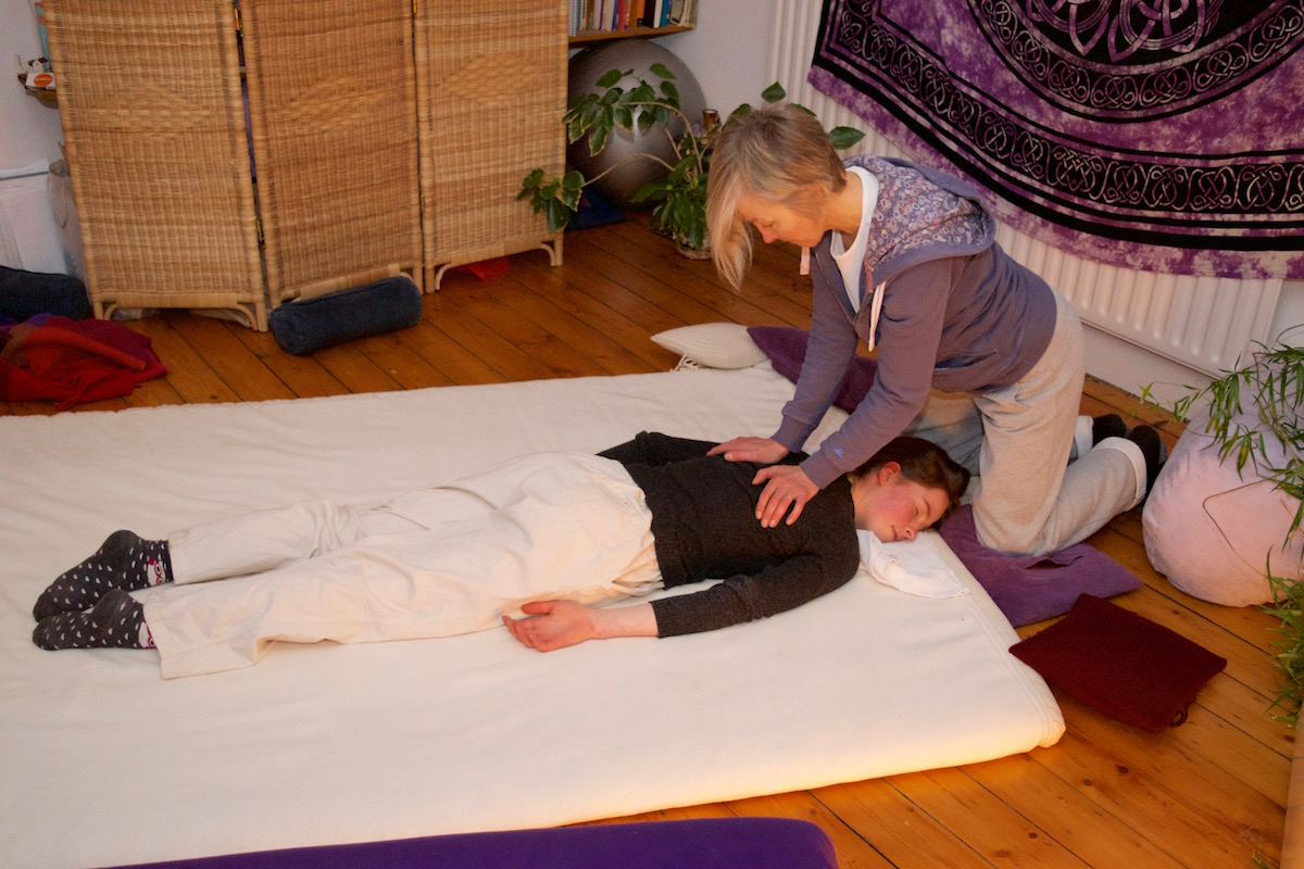 Shiatsu Therapy shoulder treatment