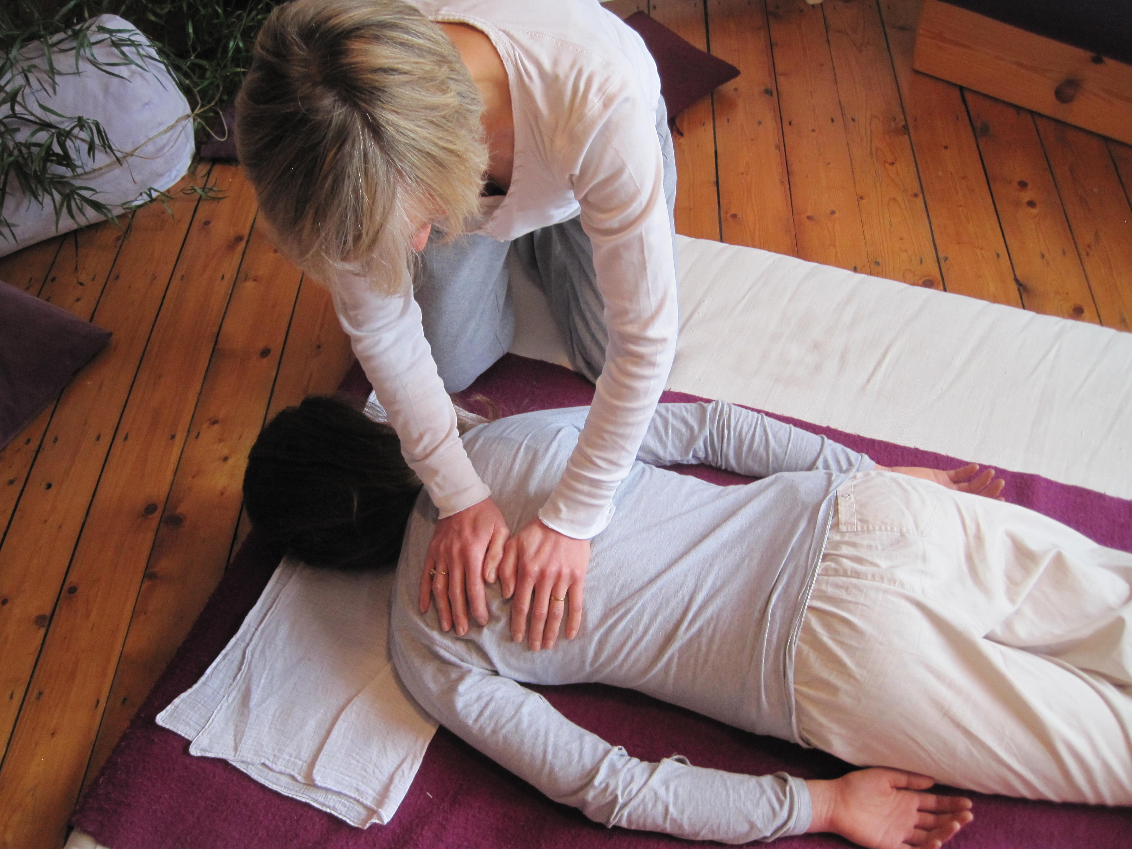 Back treatment with Shiatsu